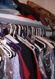 messy-closet-1452826